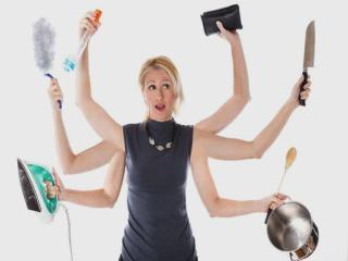 A nő a házi munka elvégzésével, a gyermekneveléssel, a kiskert művelésével olyan gazdasági értéket teremt a család számára, amit nem szoktak forintosítani.