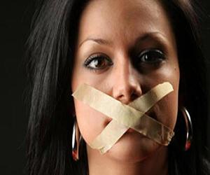 A megerőszakolt feleségek nem beszélnek, mert függő viszonyban vannak a bántalmazó és agresszív férjüktől.
