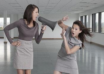 Sok szülő nem is tudja magáról, hogy a kamasz gyermekével való kommunikációja figyelmetlen, provokatív, gyakran megalázó, és ez óriási mértékben befolyásolja a kamasz válaszait
