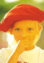 Észrevetted, hogy a gyermeked gyakran a szájához emeli a kezét, és rágja a körmét, vagy a szájába veszi és rágcsálja a haját?