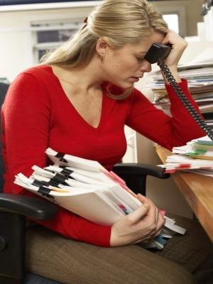 Ha veszélyben vagyunk, a hormonrendszerünk gyakran úgy véd minket, hogy leállítja a ciklusunkat. A veszélyhelyzet óriási stressz a szervezetnek.