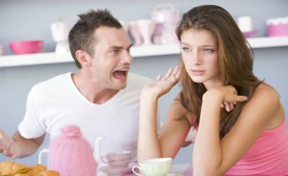 Eltérő érzelmi igények is vezethetnek a kapcsolat romlásához, ami azt jelenti, hogy minden ember rá jellemző érzelmi hőfokkal bír, melyet belevisz a párkapcsolatába, s csodálkozik, majd elégedetlen lesz, ha a társa más hőfokon égeti az érzelmeit.